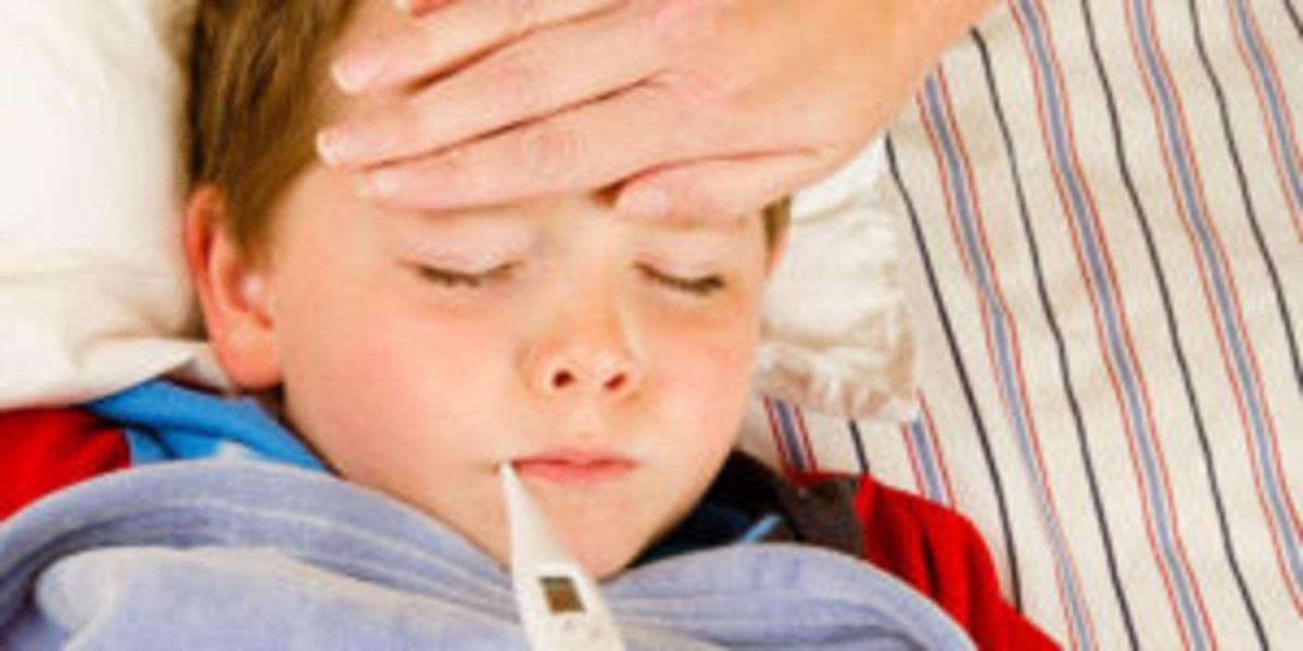 Co na gorączkę u dziecka – leki na bazie ibuprofenu czy paracetamolu?